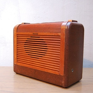 VINTAGE PHILCO WOOD RADIO