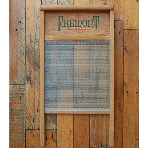 VINTAGE WOOD WASHBOARD -H-